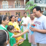 captain abhimanyu celebrating Raksha Bandhan with school kids (1)